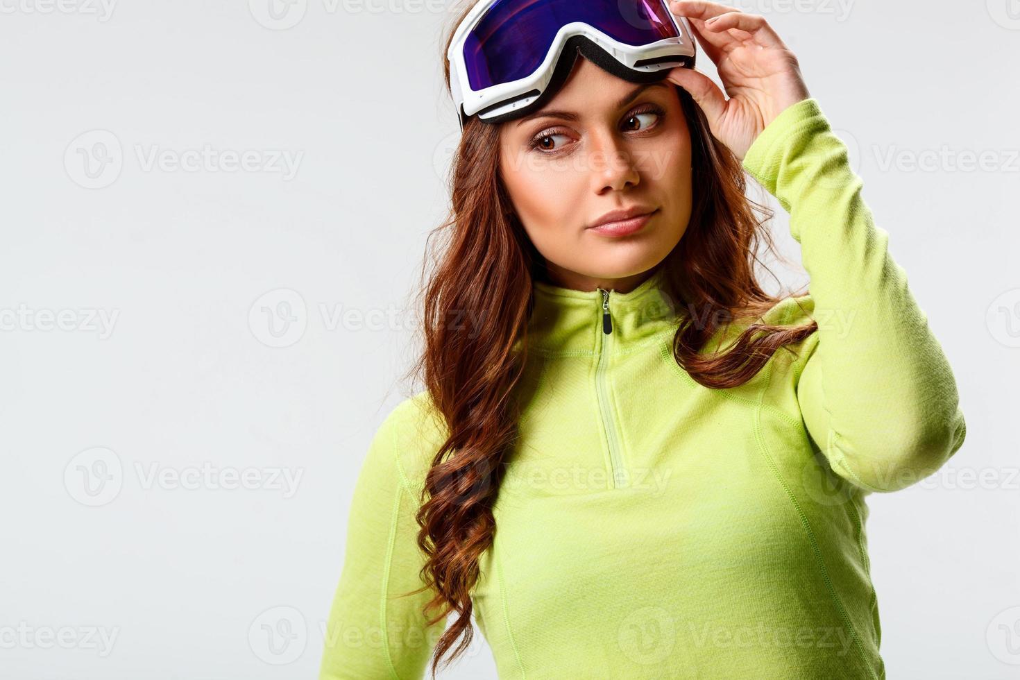 femme portant des lunettes de ski photo