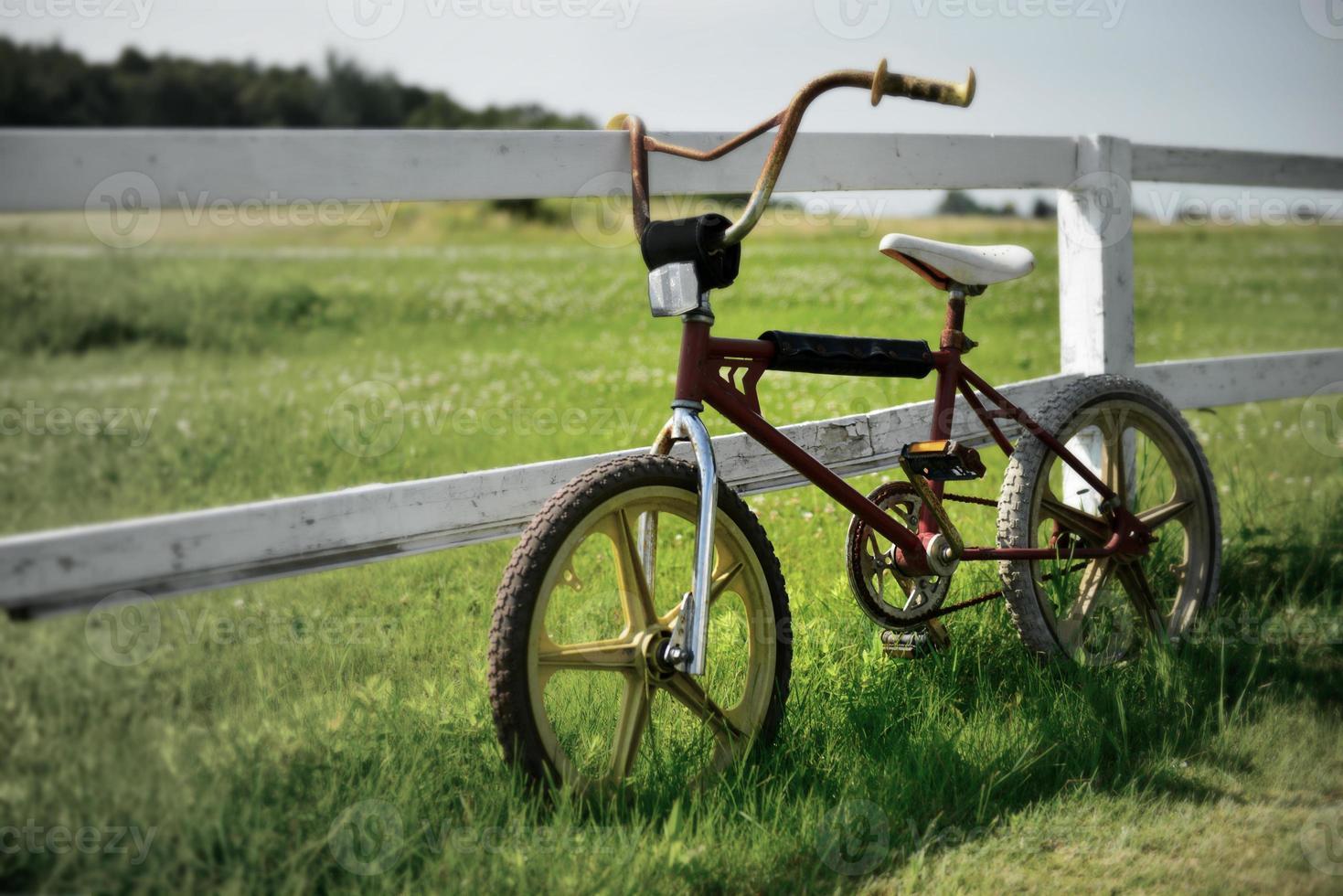 vieux vélo vintage bmx, fondu couleur, couleur désaturée photo