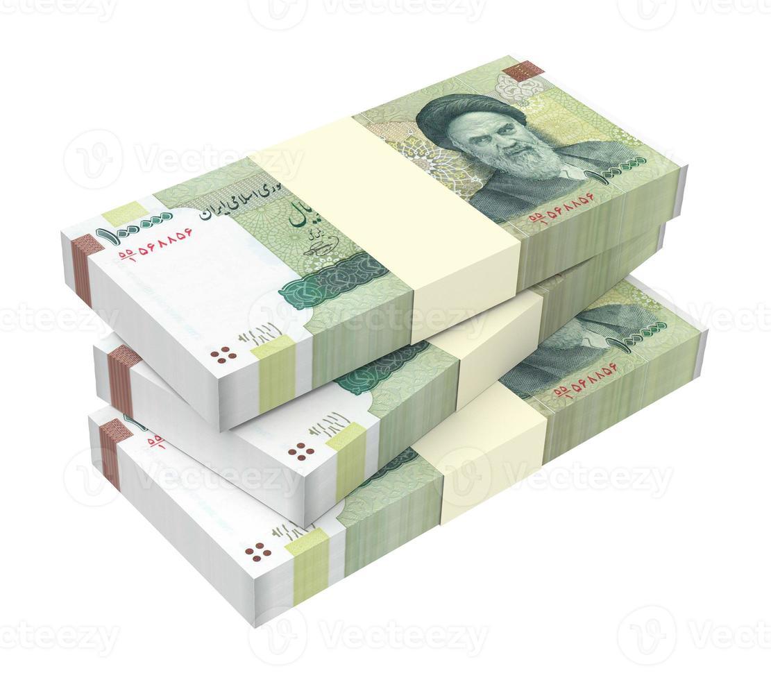 factures de rials iraniens isolés sur fond blanc. photo