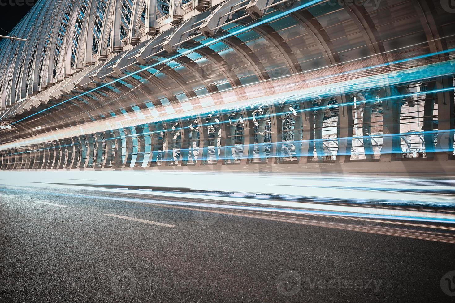Ironbridge de route de ville de scène de nuit photo