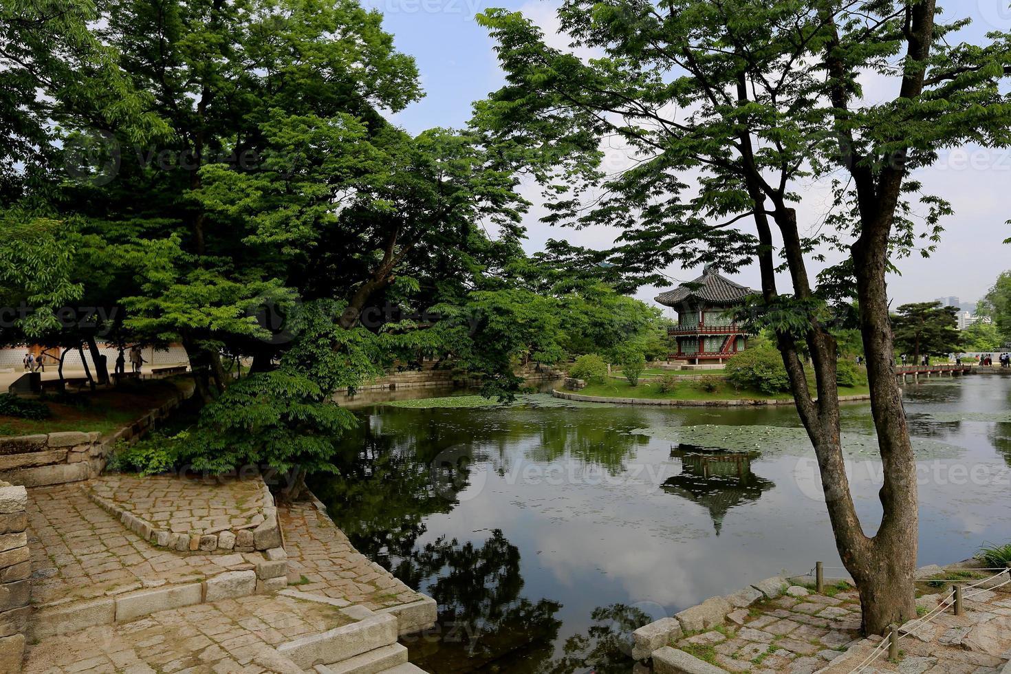 pavillon d'été dans le palais de gyongbokkung photo