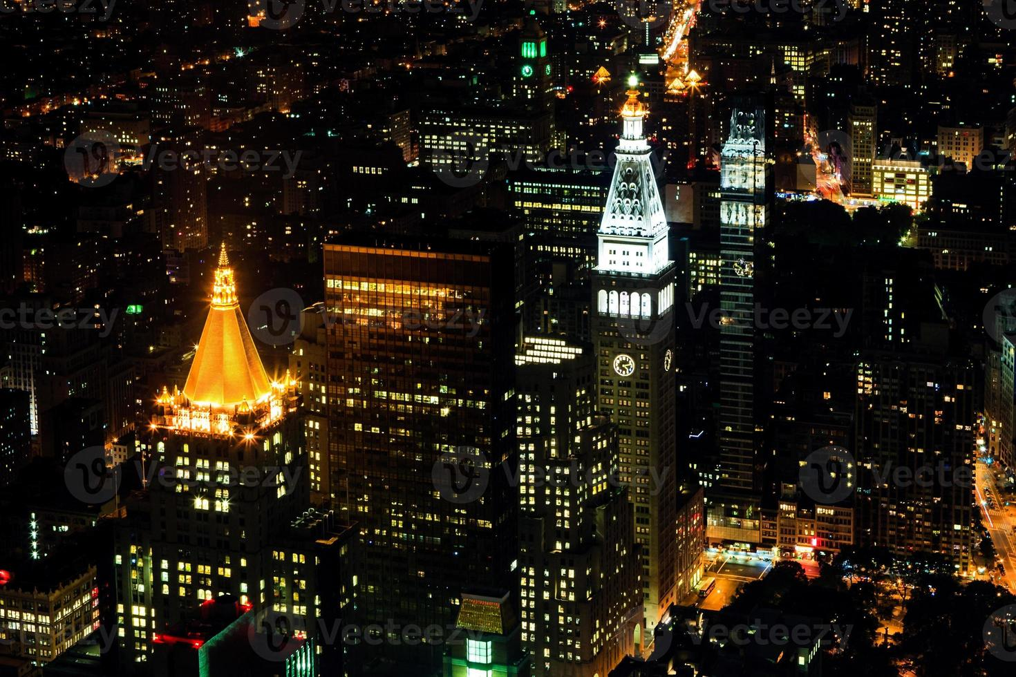 Lower Manhattan la nuit, New York City, USA photo