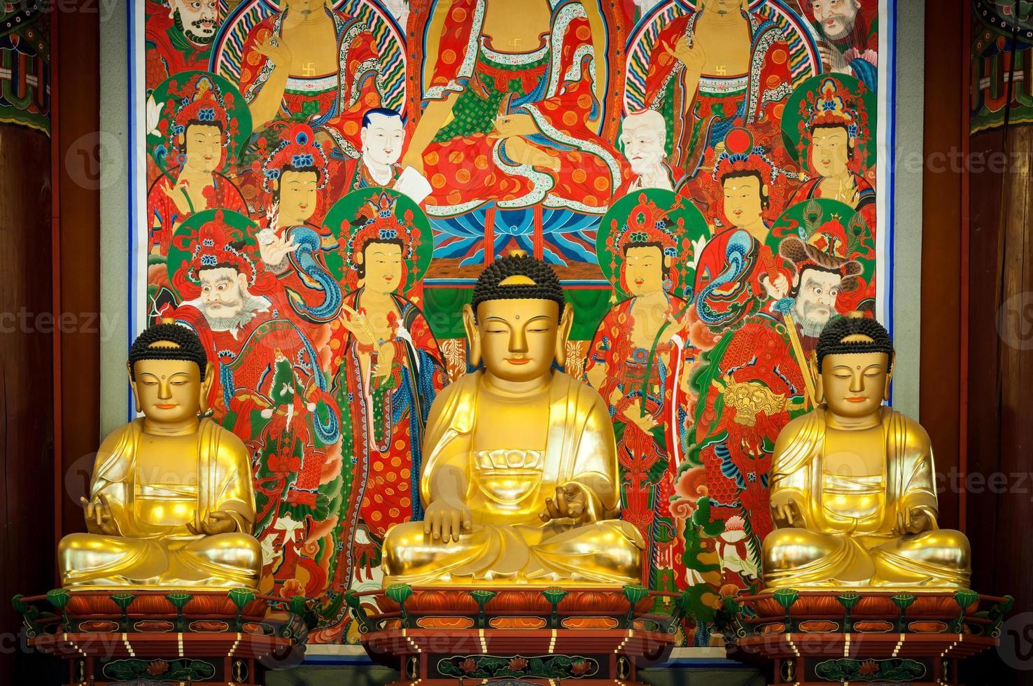 rangées de bouddhas photo