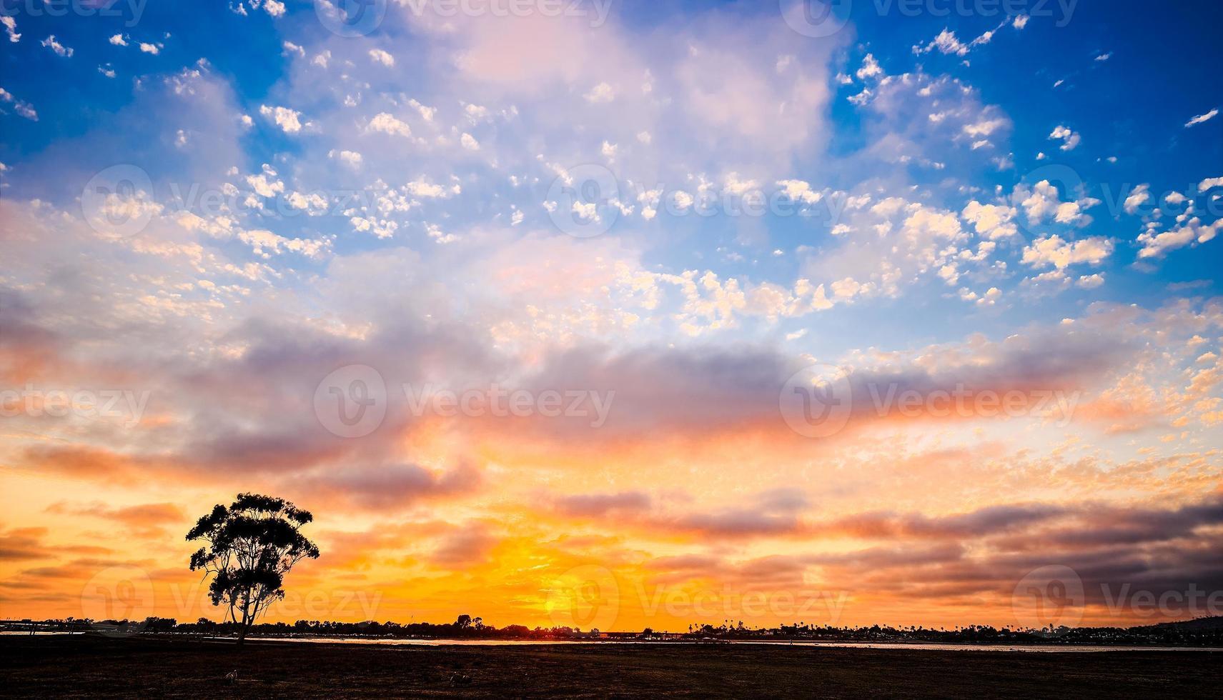 coucher de soleil sur la baie de la mission. san diego, californie usa. photo
