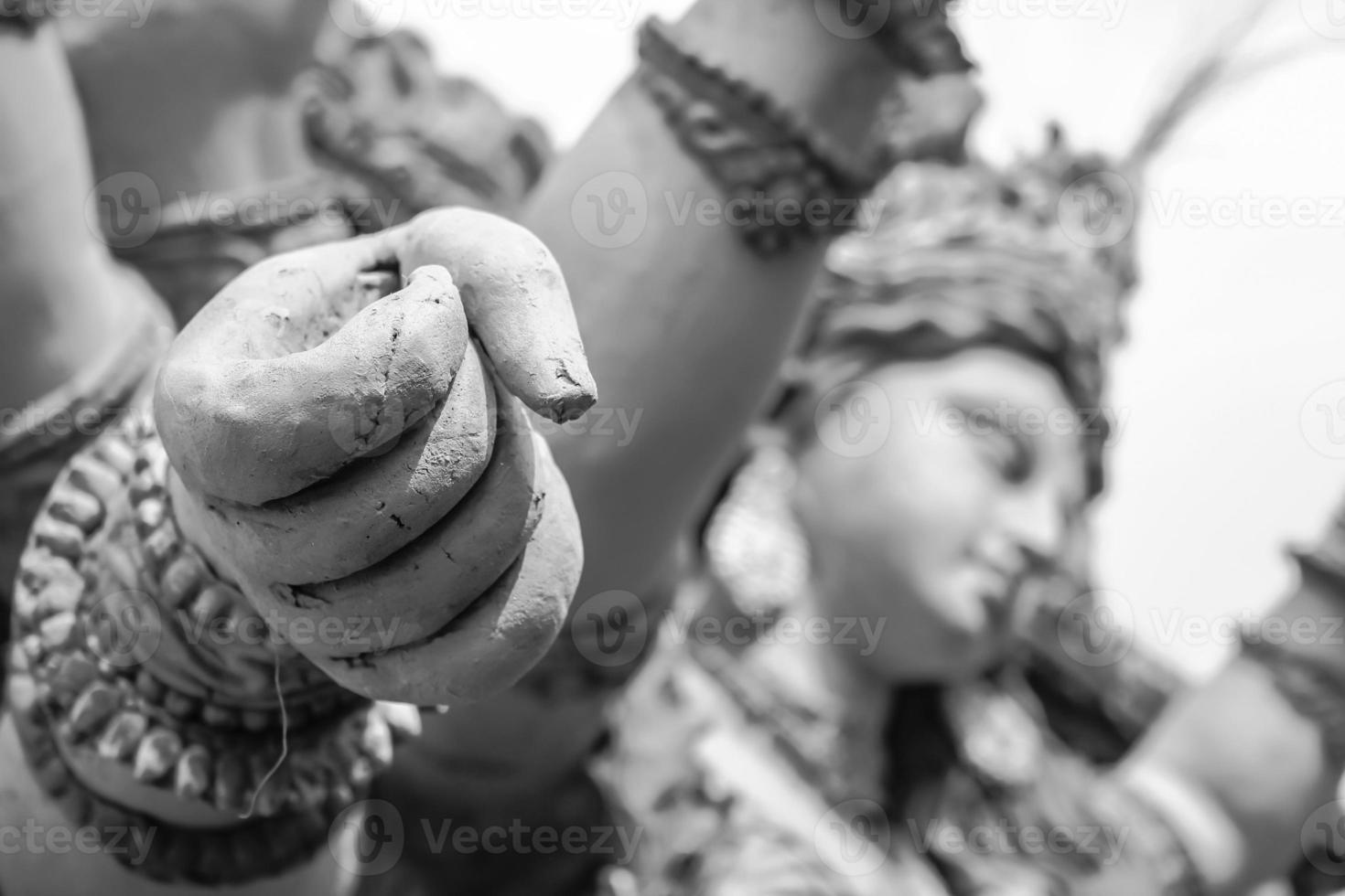 sculptures de poing de main de déesse durga photo
