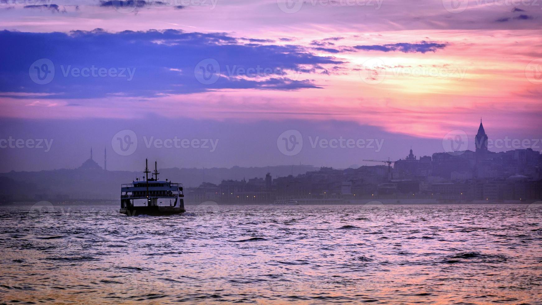 coucher de soleil coloré à istanbul photo