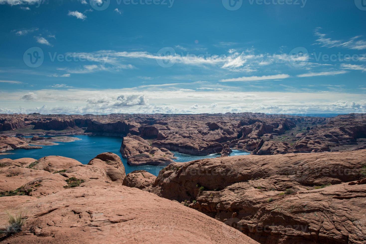 lac powell près de trou dans la roche photo