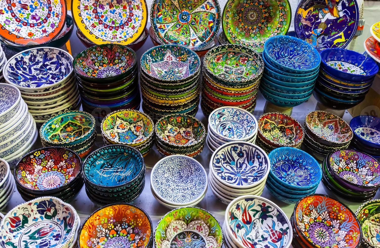céramiques turques classiques sur le marché photo