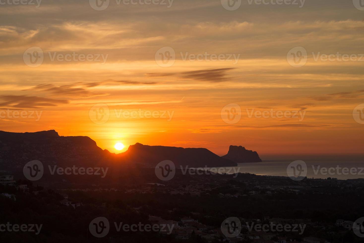 lever du soleil sur la baie d'altea photo