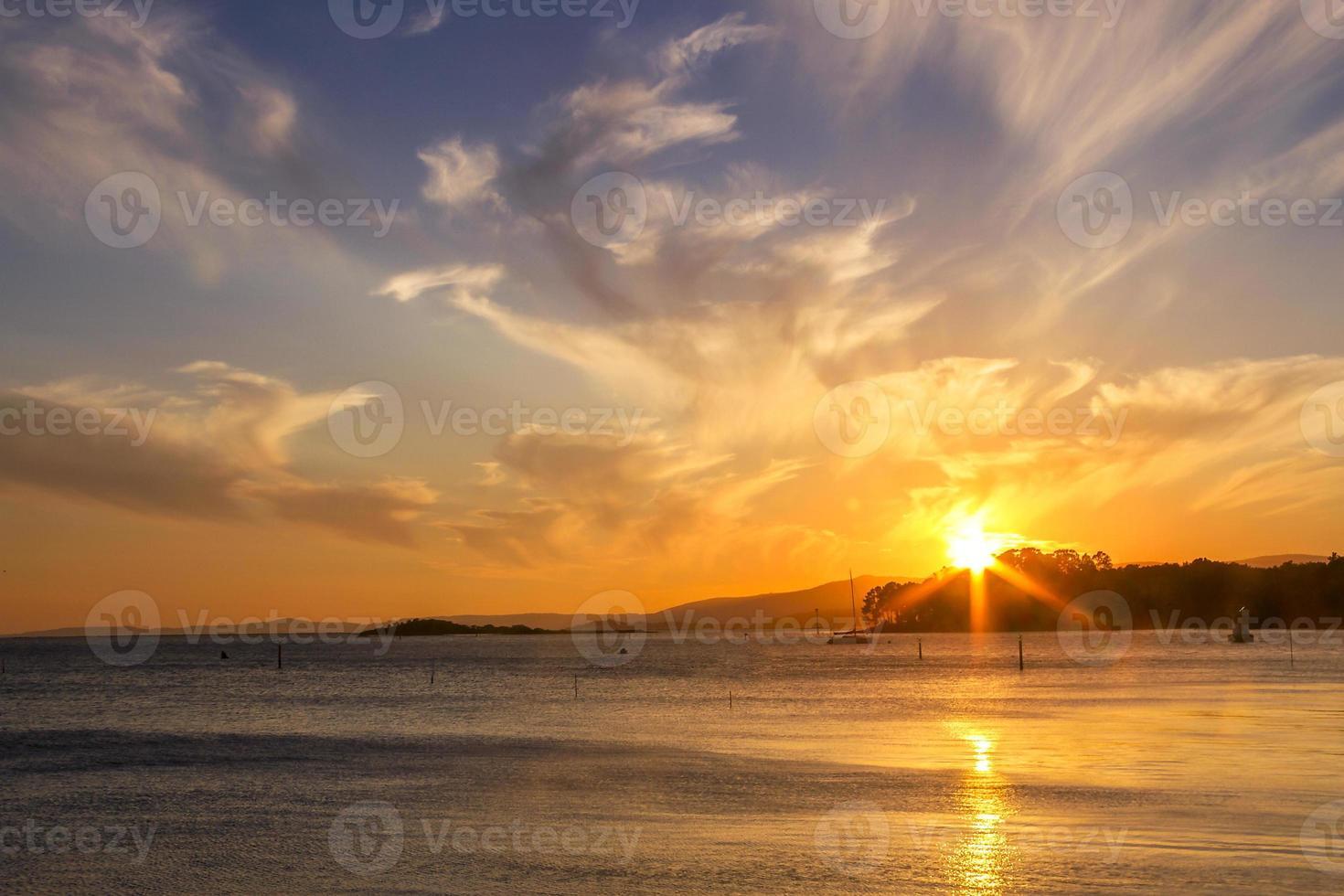 coucher de soleil nuageux photo