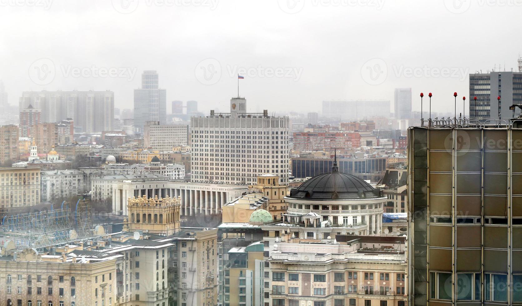 paysage urbain de Moscou avec la maison du gouvernement photo