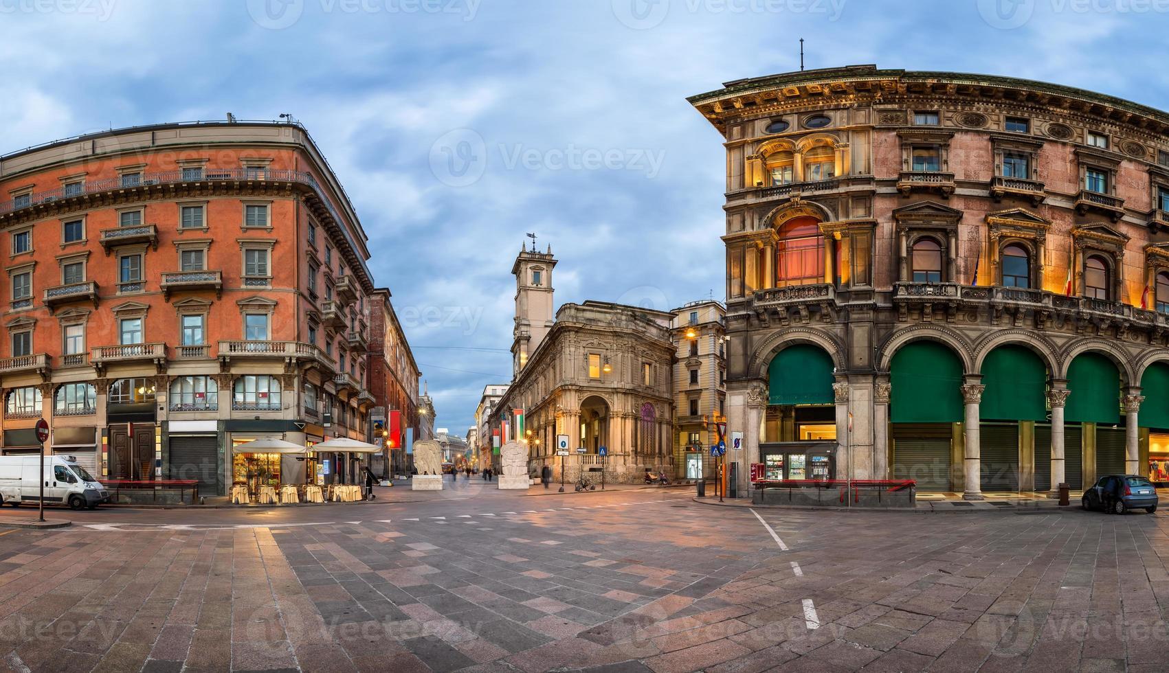 piazza del duomo et via dei mercanti le matin photo