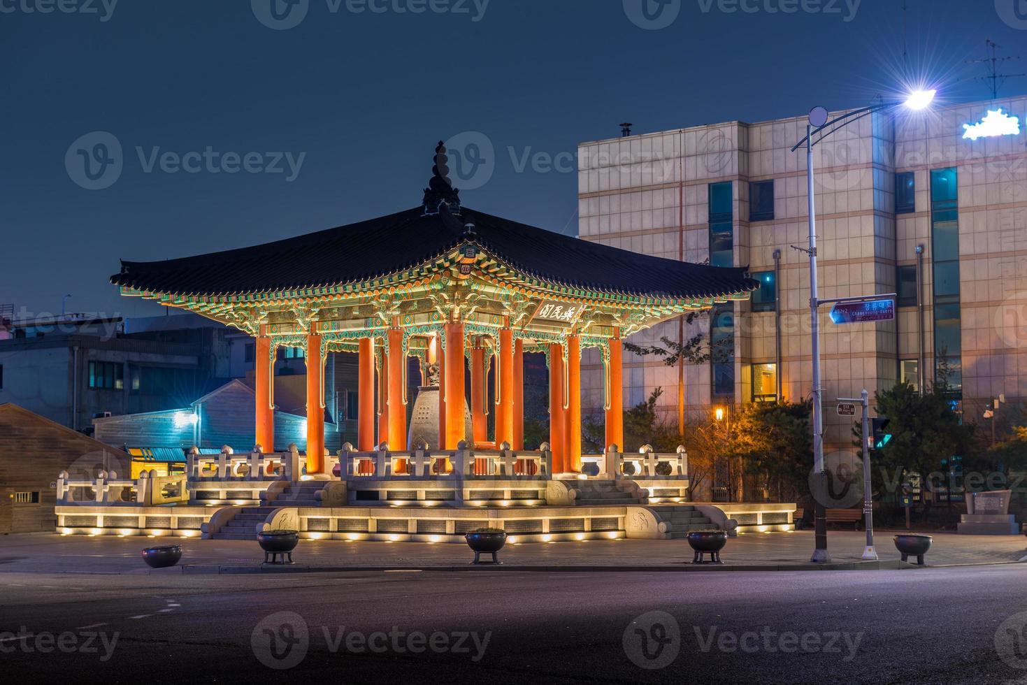 pavillon de la cloche à la forteresse de hwaseong photo