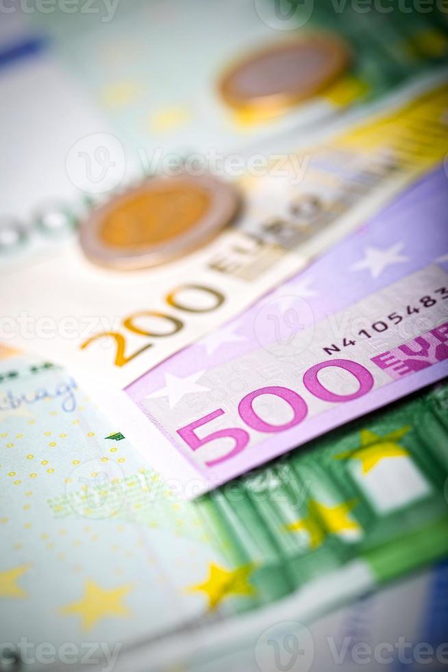 Gros plan des billets et pièces en euros photo