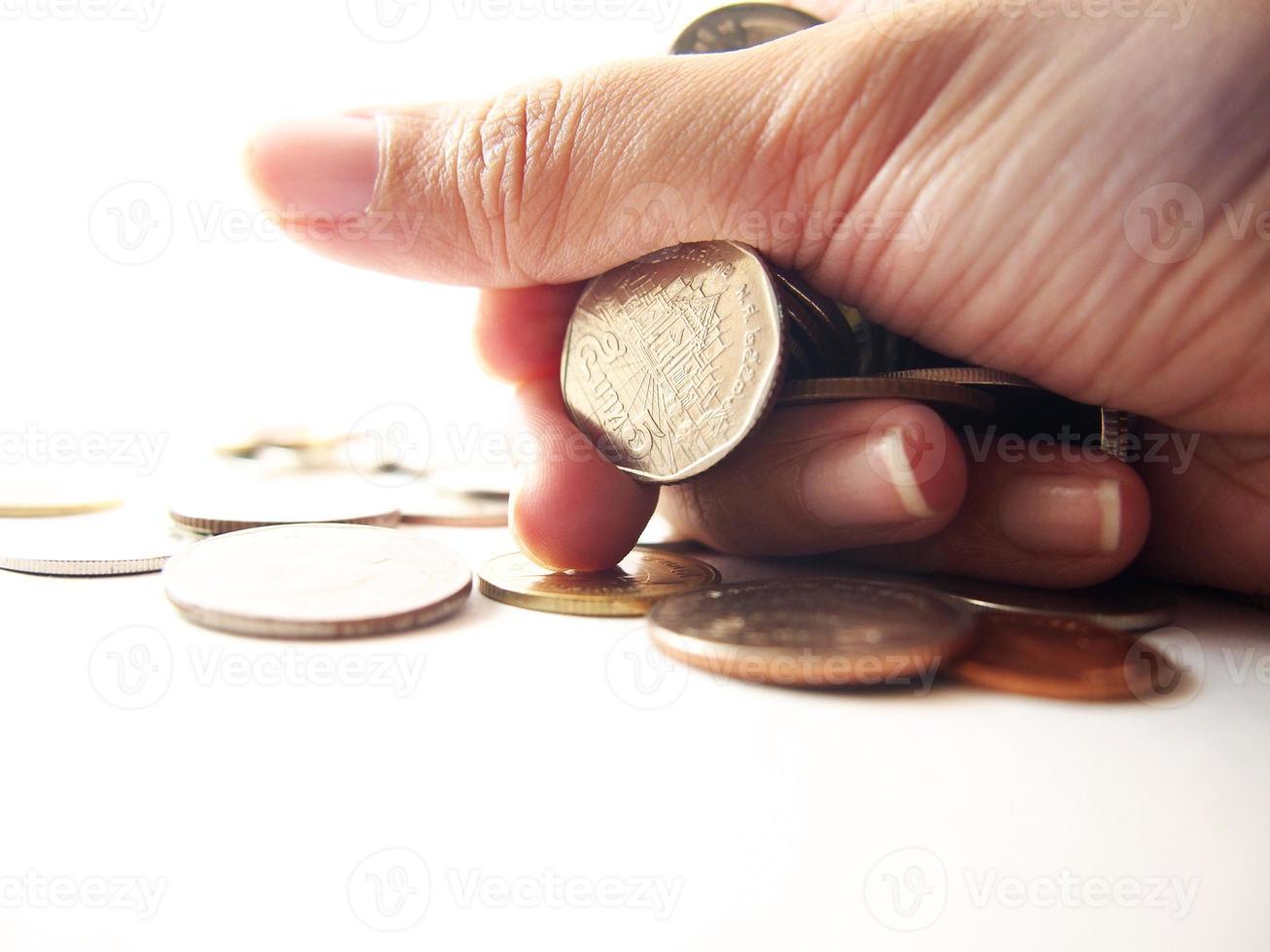 pièces de monnaie en main, une poignée d'argent photo