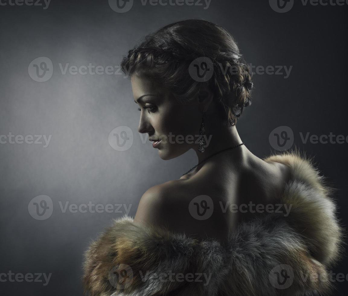 manteau de fourrure de renard de luxe femme beauté, style rétro belle fille photo