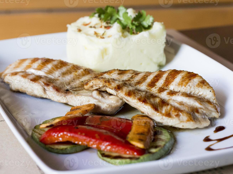 poitrine de poulet grillée. photo