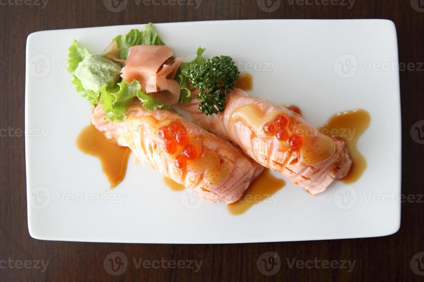 sushi au saumon photo