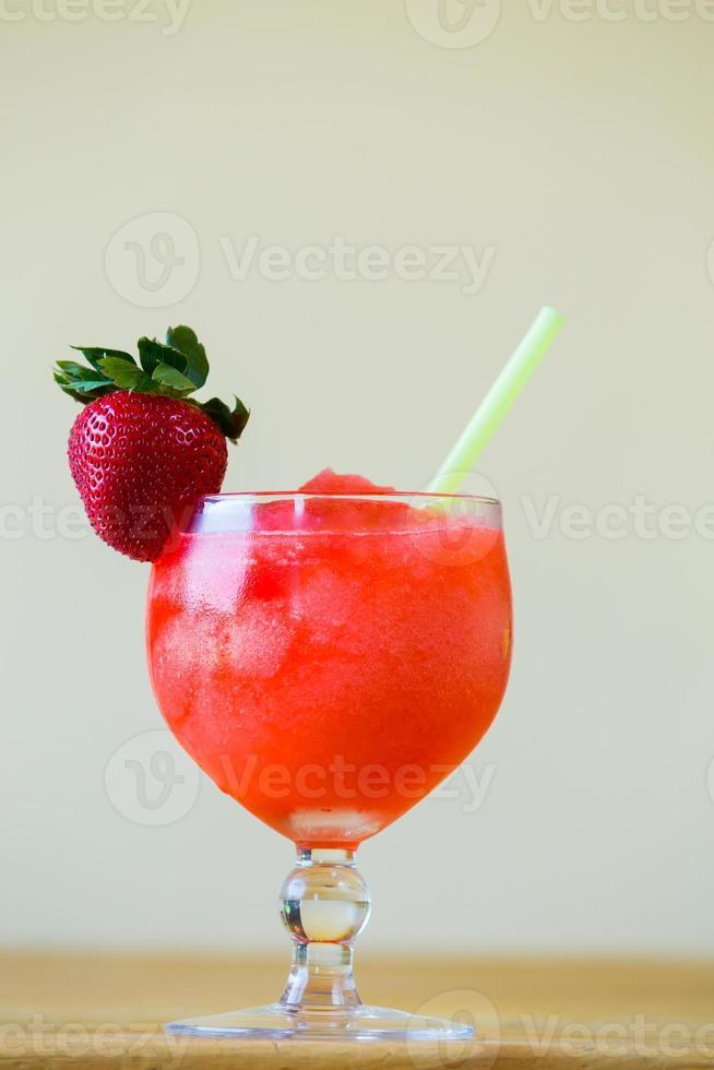 Margarita aux fraises au bar photo