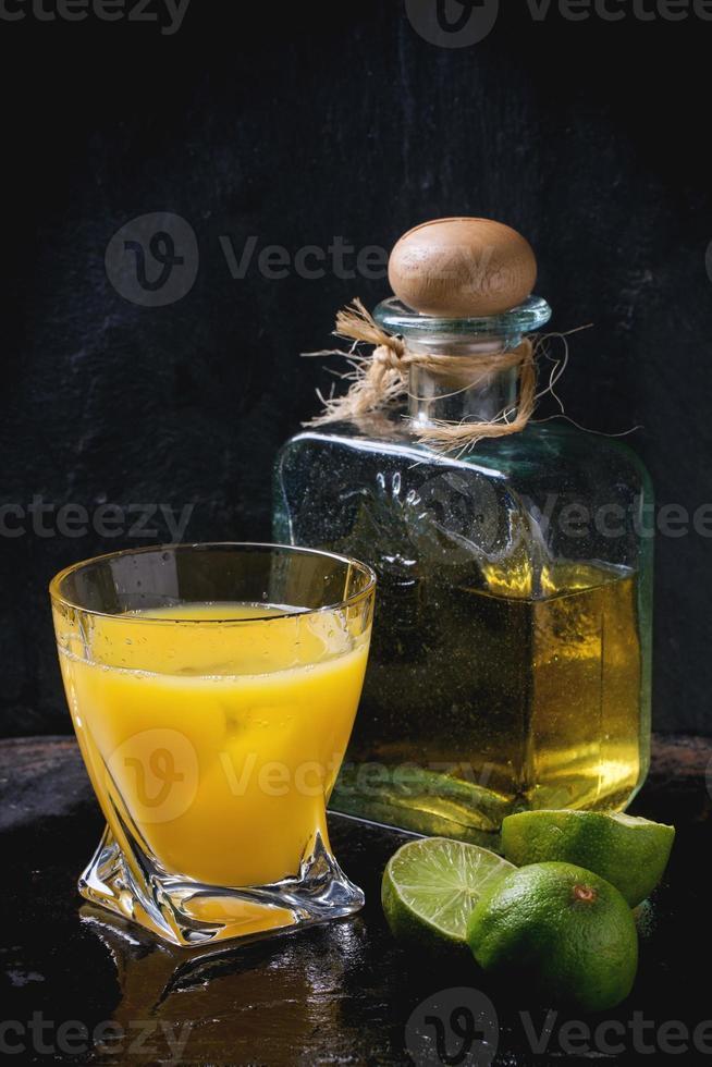 faire un cocktail de tequila au lever du soleil photo