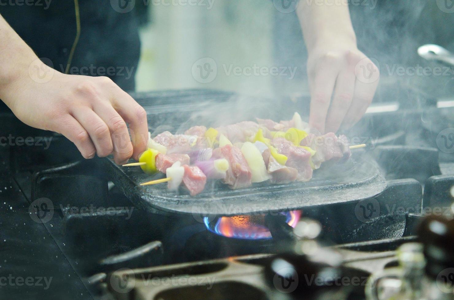 chef prépare un repas photo