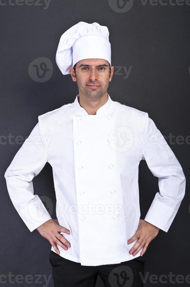 portrait de chef masculin sur fond gris photo