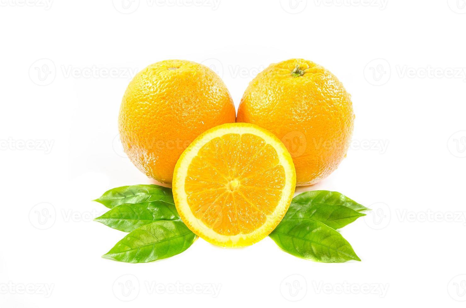 oranges avec feuilles photo