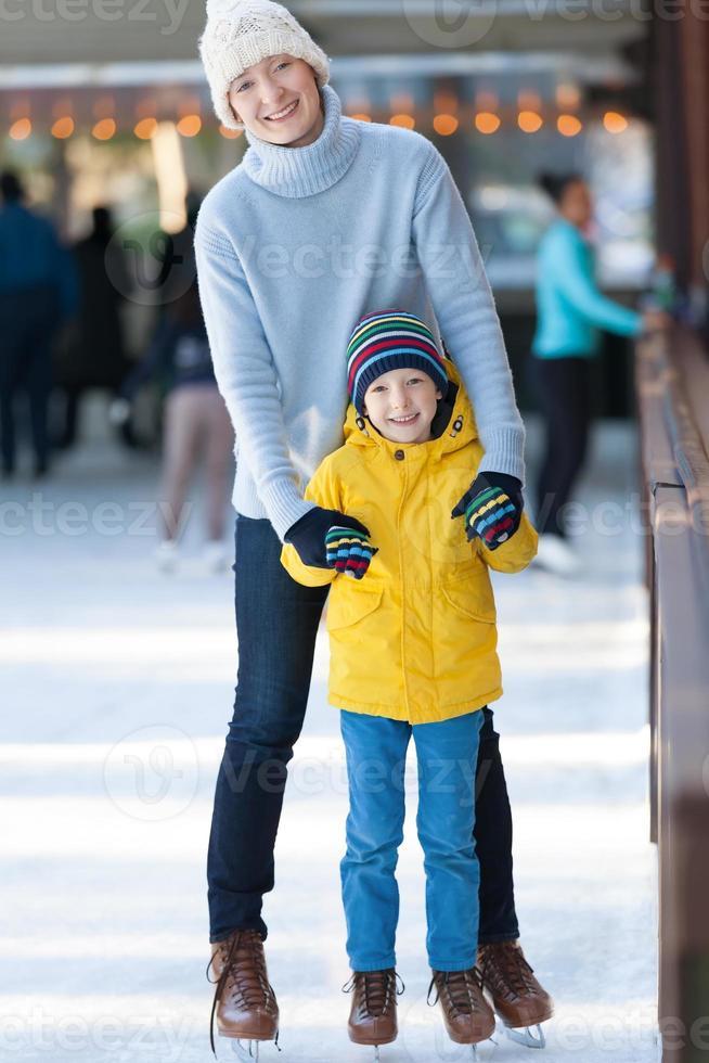 patinage sur glace en famille photo