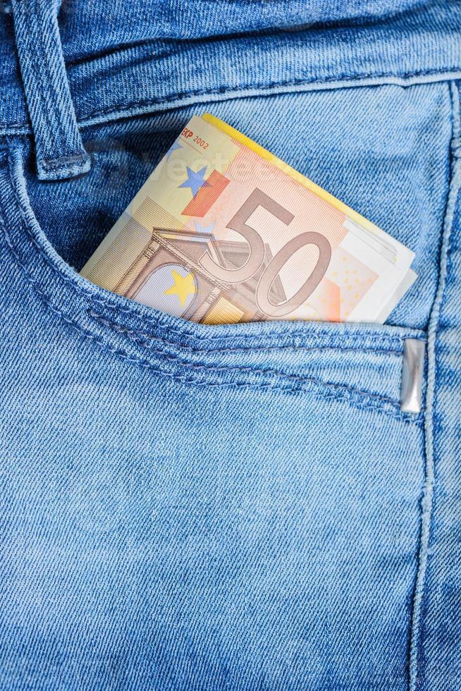 Billets en euros dans une poche photo