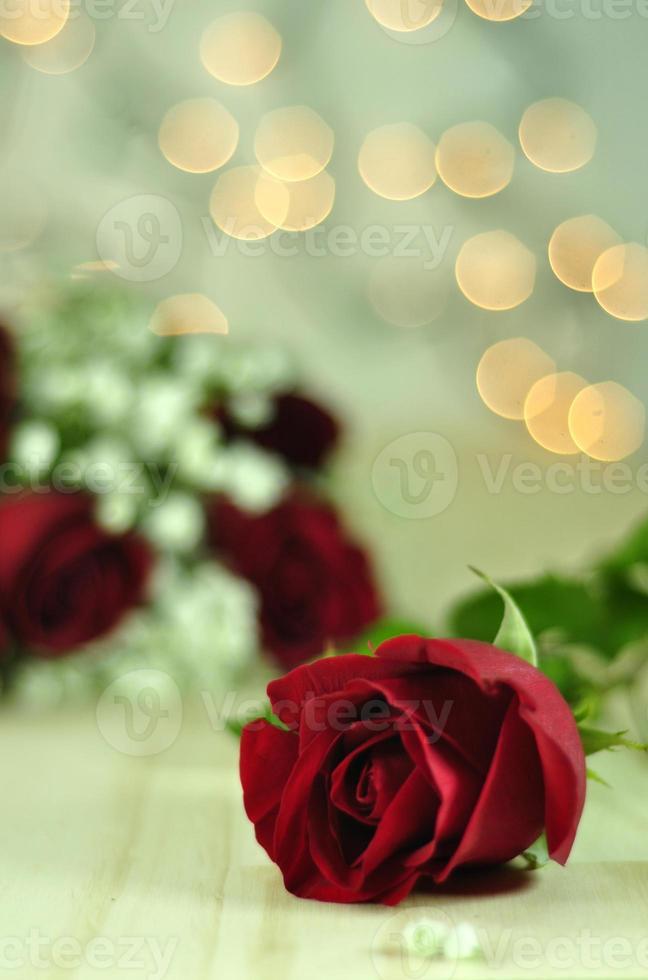 bouquet de roses rouges avec des lumières photo