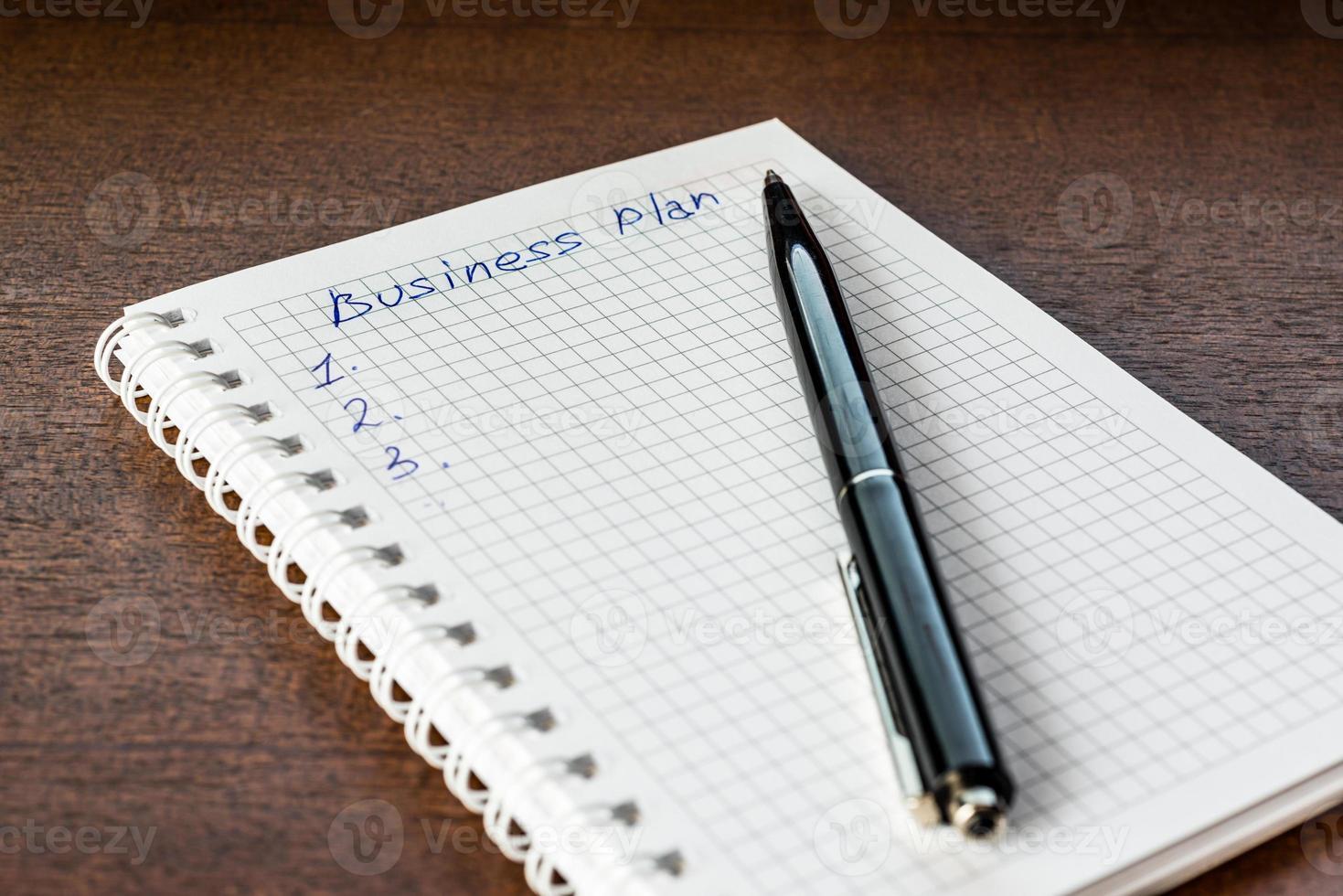 rédiger le plan d'affaires, écrire dans le cahier photo