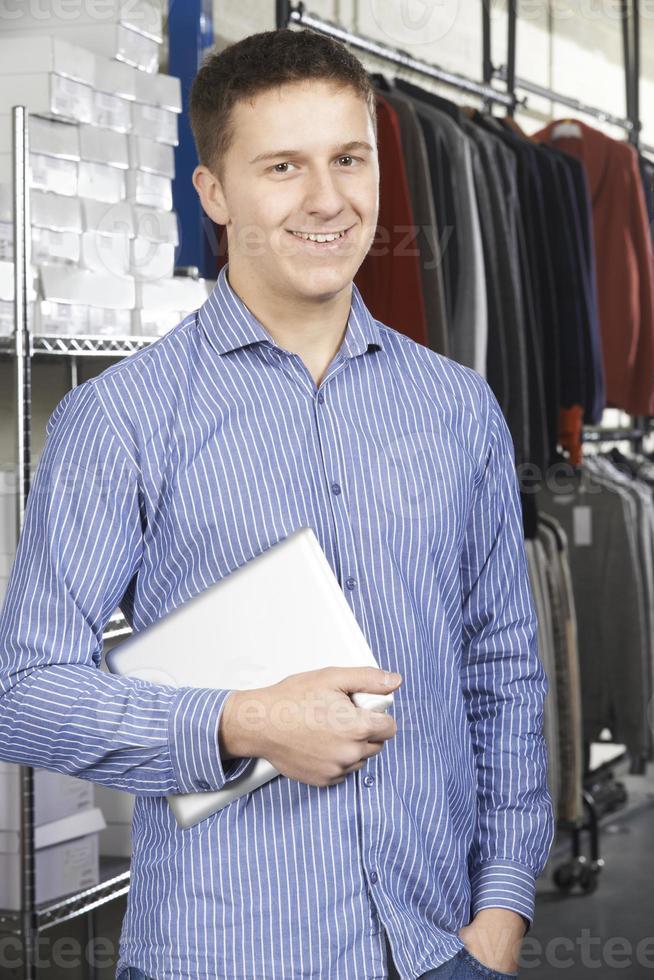 homme affaires, courant, ligne, mode, affaires, à, tablette numérique photo
