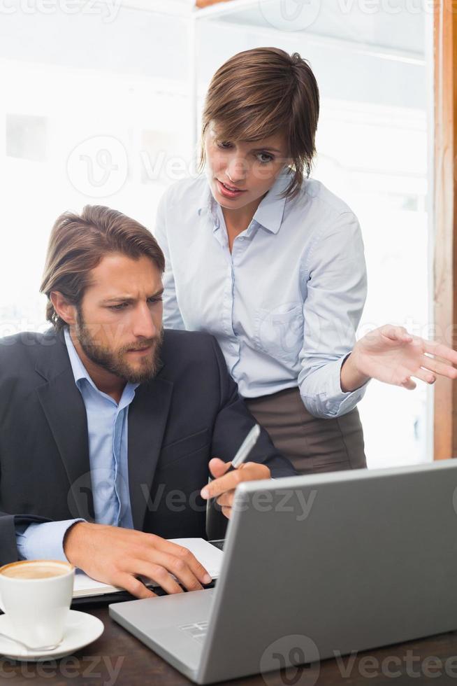 collègues d'affaires ayant une réunion photo