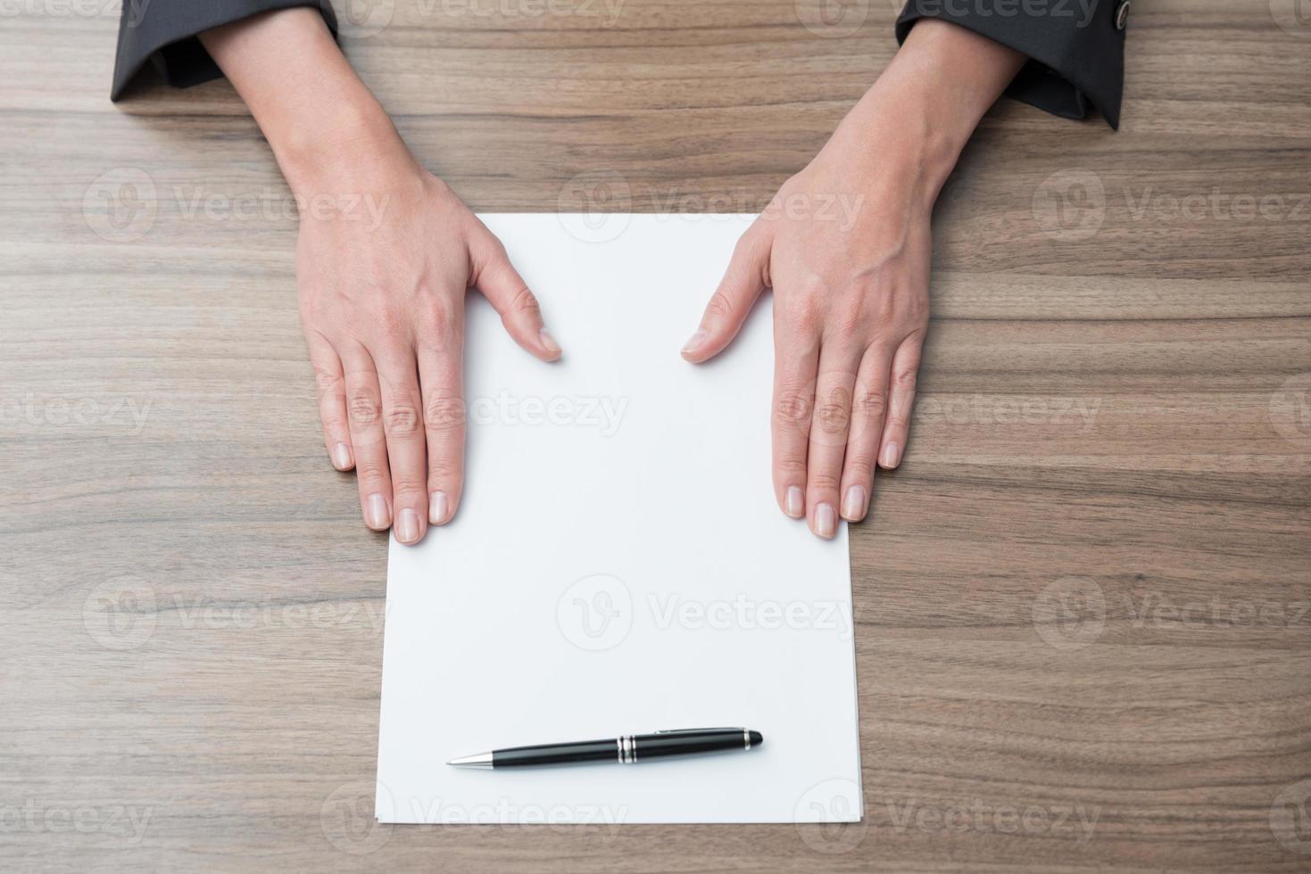 mains de femme d'affaires photo
