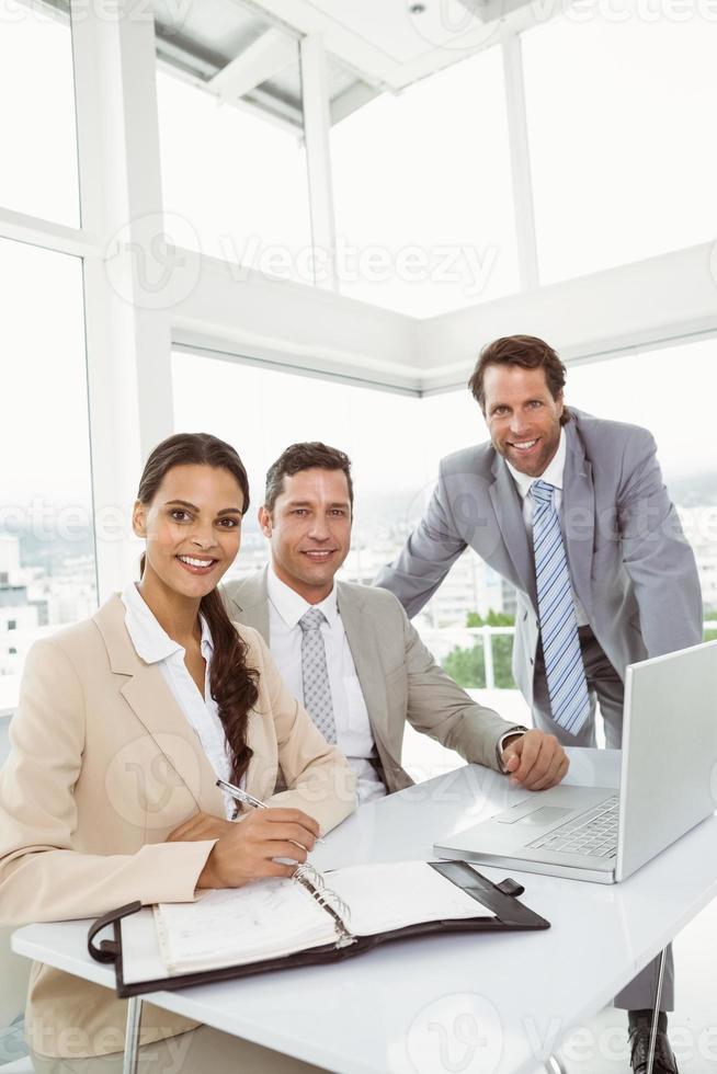 gens affaires, portable utilisation, dans, bureau photo