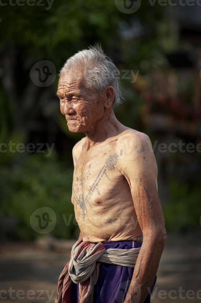 homme karen tatoué photo