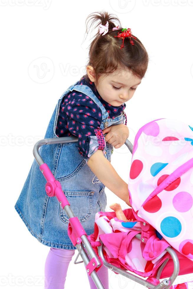 petite fille pour une occupation intéressante. photo