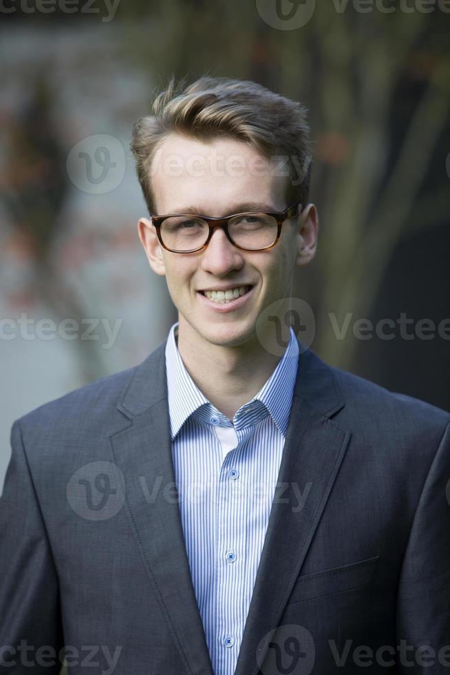 jeune homme d'affaires photo