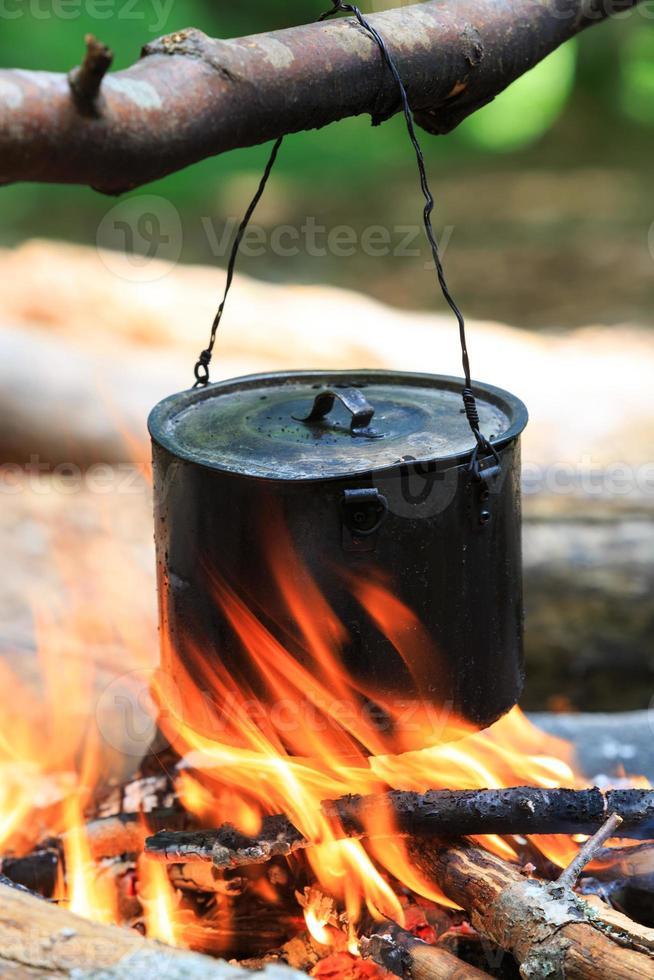 bouilloire touristique en feu photo