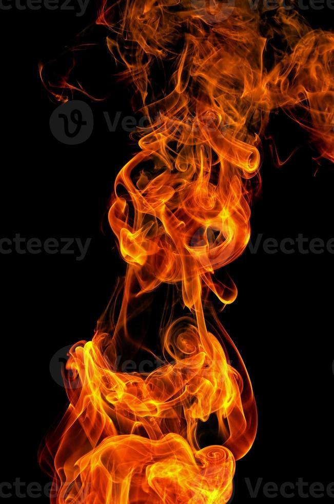 feu sur fond noir photo