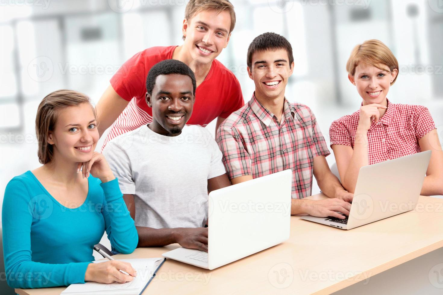 groupe de jeunes étudiants photo