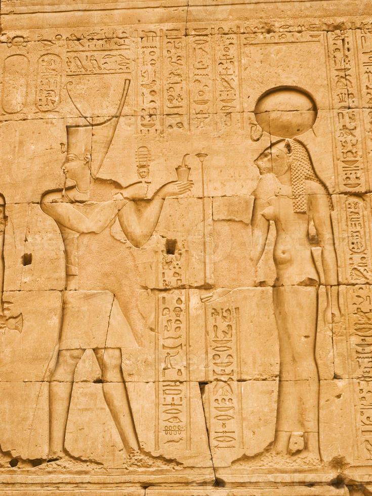 pharaon et déesse antique photo