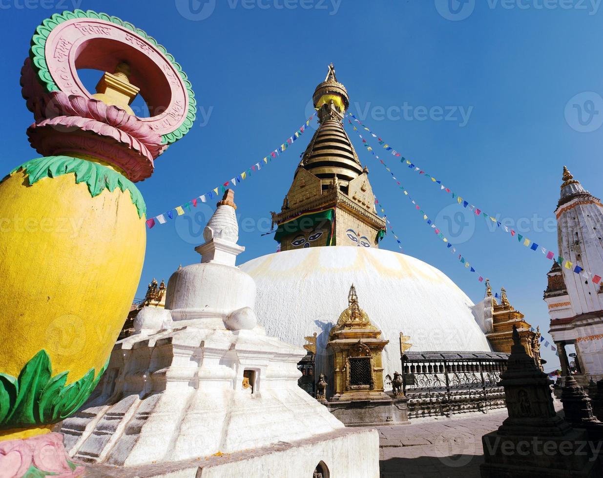 stupa de swayambhunath - kathmandu - népal photo