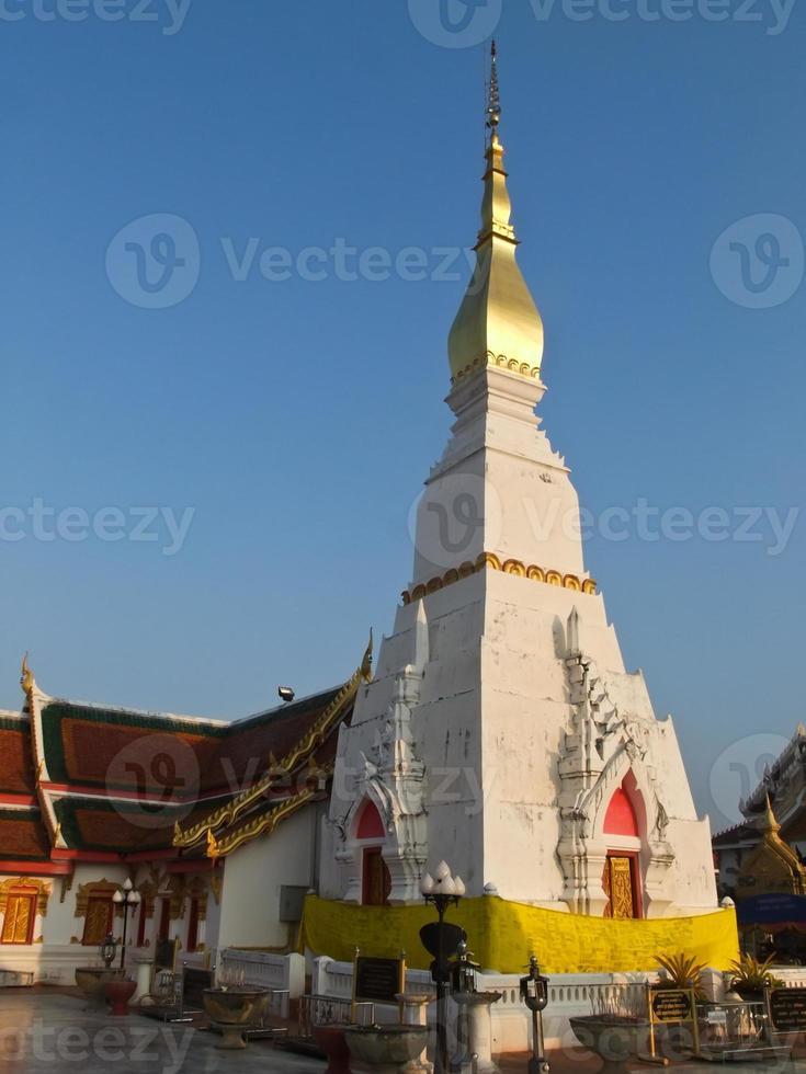 Phra that choeng chum pagoda à sakon nakorn, thaïlande photo