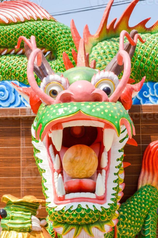 statue de dragon vert photo