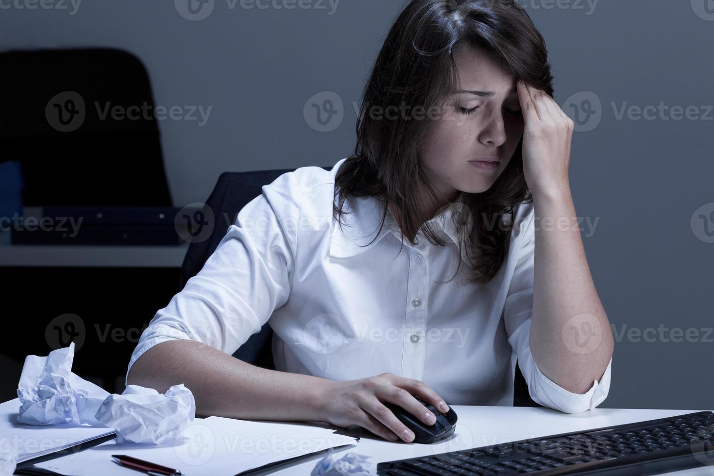 problèmes au travail pendant les heures supplémentaires photo