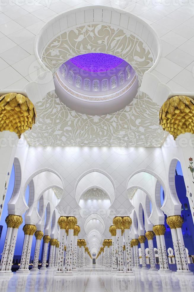 intérieurs de la mosquée cheikh zayed, abu dhabi photo