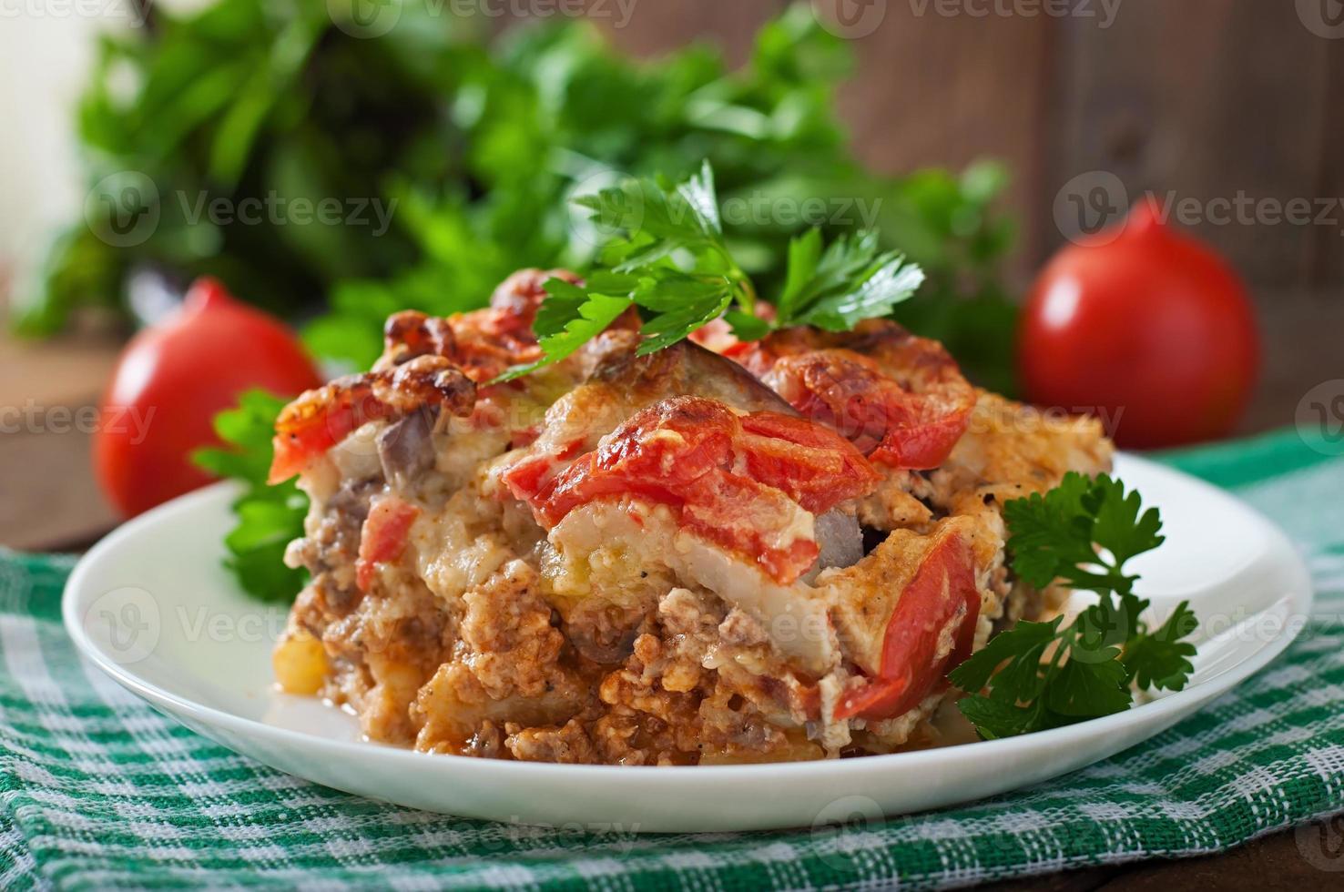 moussaka - un plat grec traditionnel photo