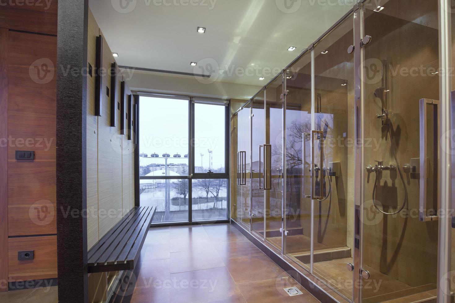 casier de spa de remise en forme et salle de douche photo