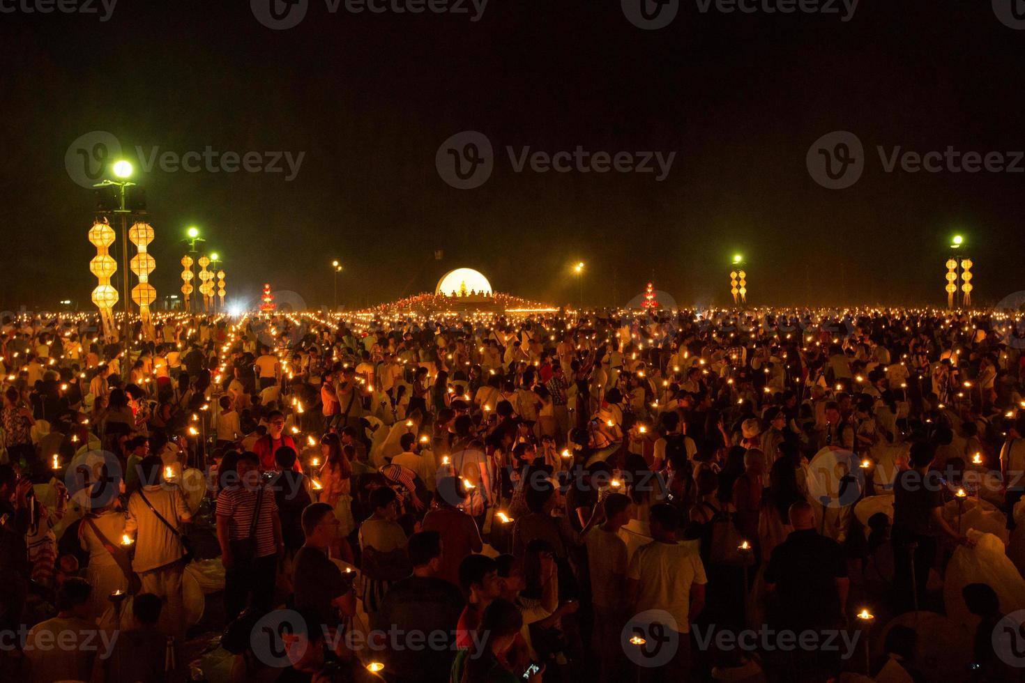 mae jo, chiangmai, thaïlande - 25 octobre 2014: lanterne flottante, photo